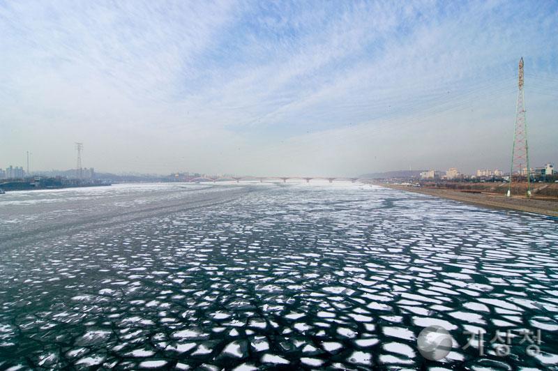 얼어버린 한강