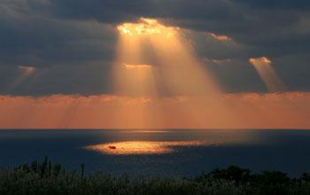 동해바다의 빛내림